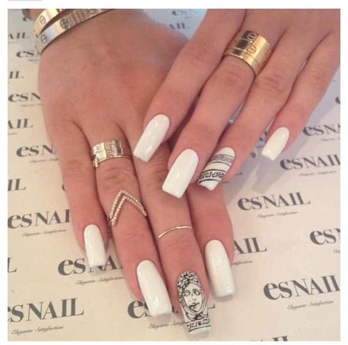 Ongles blancs Kylie Jenner
