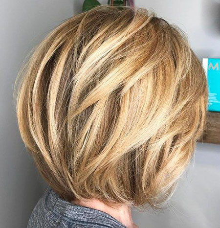 Bob Balayage Blond Layers